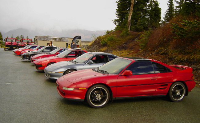 line of MR2s