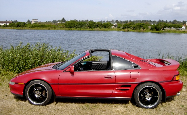 MR2 from side, T-tops off